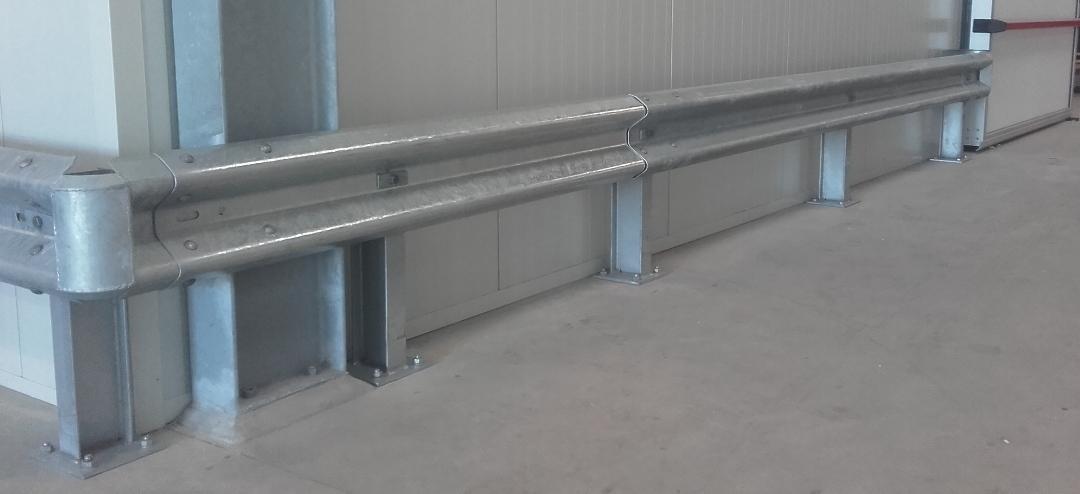Vangrail op beton hoog